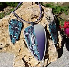 Fialovotyrkysový květ